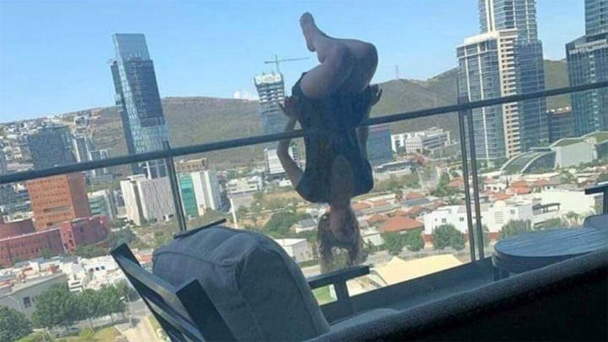 Vrouw valt zes verdiepingen naar beneden bij poseren