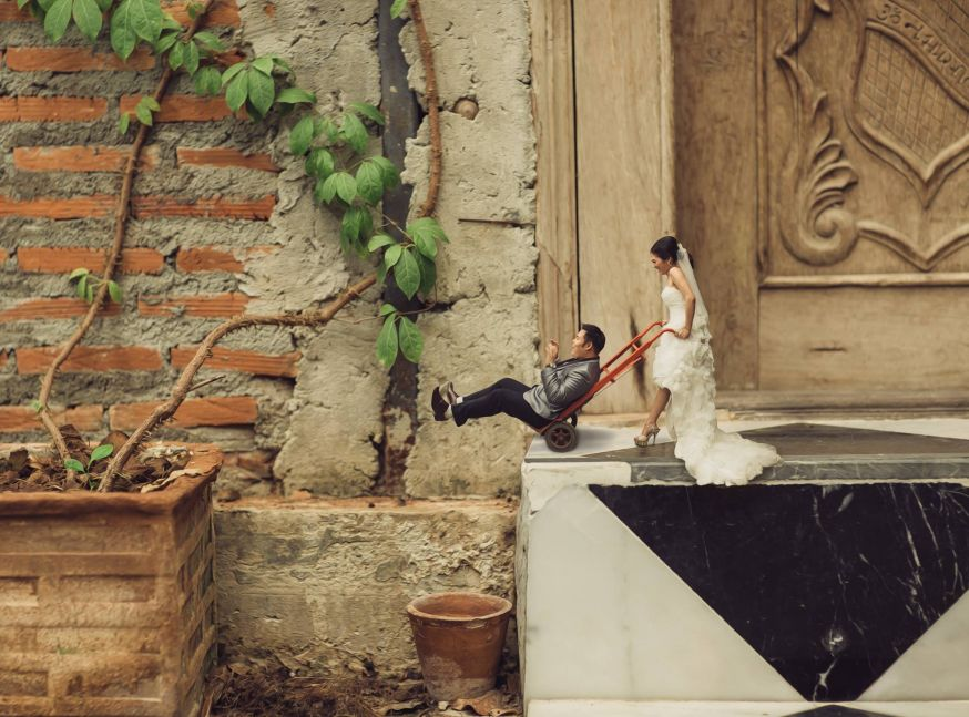 Grappige miniatuur bruidsparen