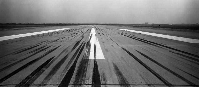 Start/landingsbaan 09-27, de Buitenveldertbaan (1969) © Frits J. Rotgans / Nederlands Fotomuseum