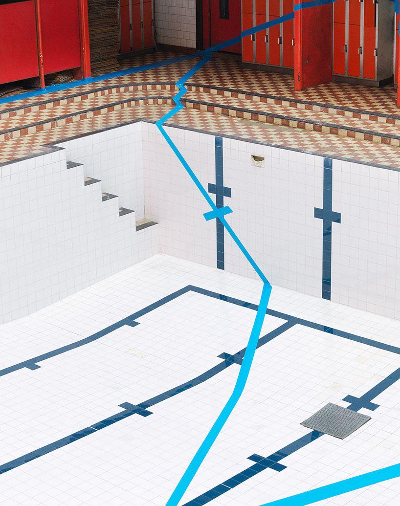 Joseph Ford creëert tennisbaan in leeg zwembad
