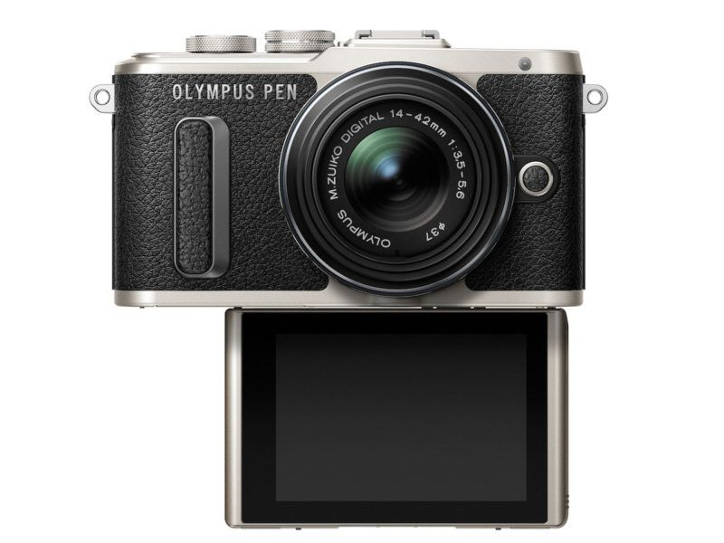 Nieuwe Olympus PEN E-PL8 gericht op selfies