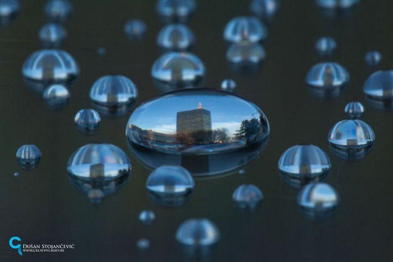 De wereld door een waterdruppel