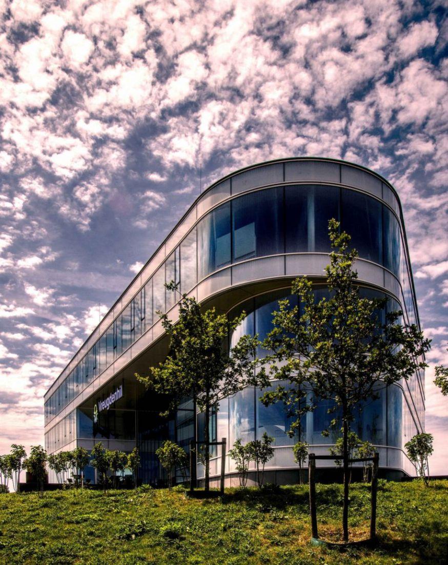 spotlight lezersfoto 13 juli 2018 Bert Bolsenbroek glazen kantoor