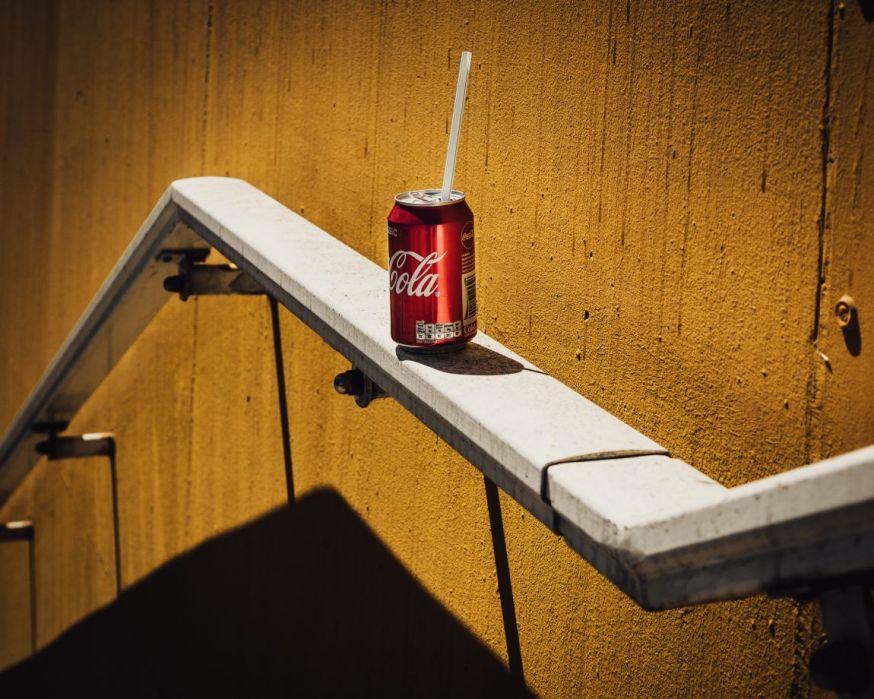 Erik van der linden, abandoned coca cola can spotlight lezersfoto