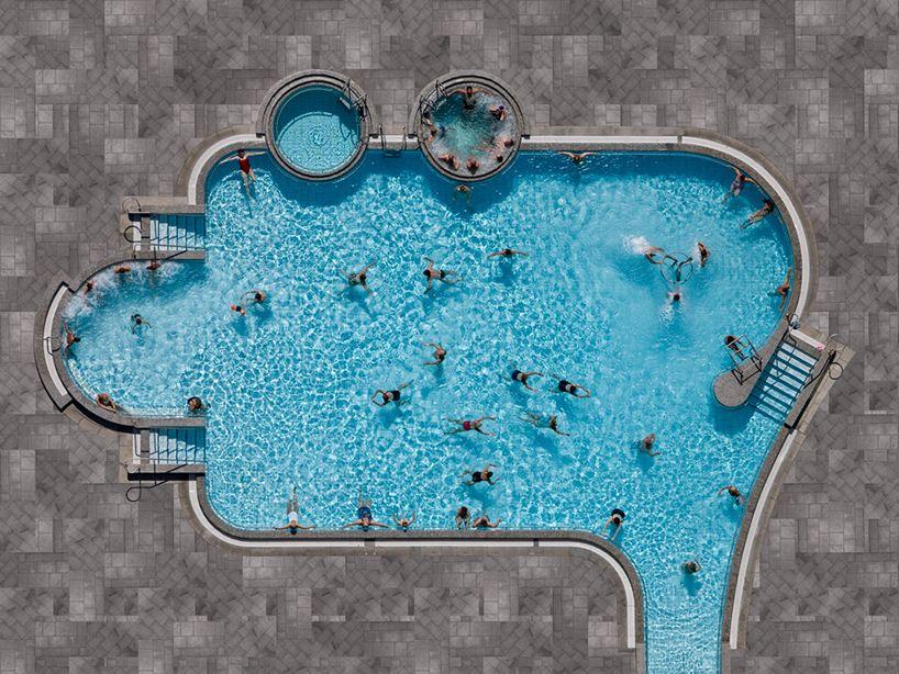 Zwembaden vanuit de lucht gefotografeerd